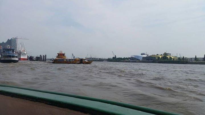 Bei großer Hitze auf dem Schiff die Elbe entlang