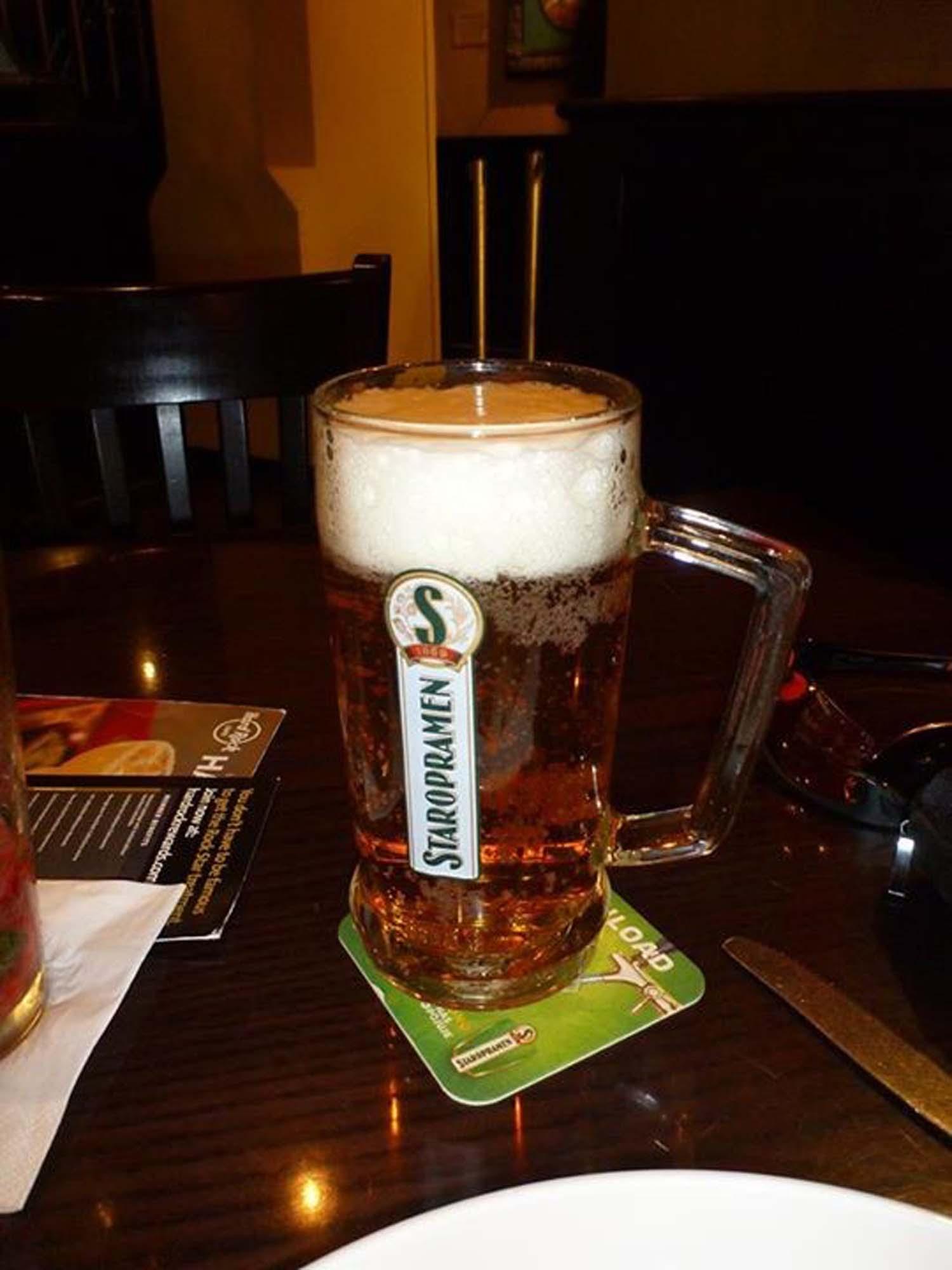 Kaltes Bier zwischen Beatles und Kollegen