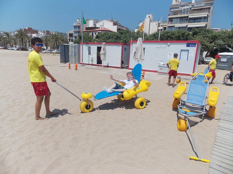 Freddy mit Lifeguard gut gelaunt im Strandbuggy